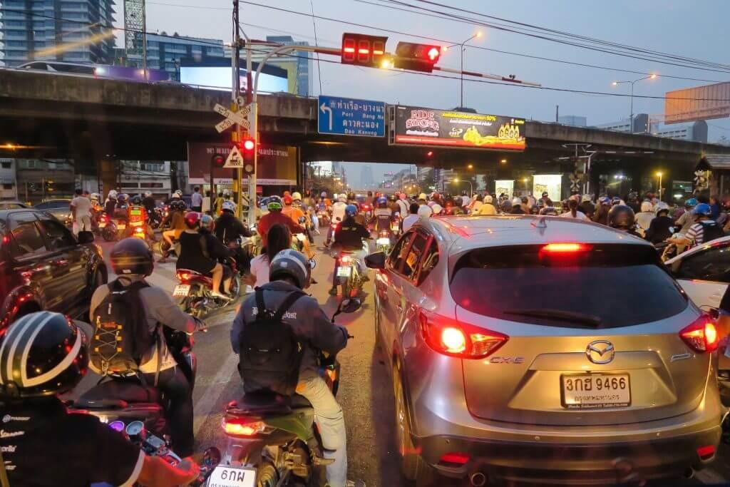 Bangkok ulica transport w Bangkoku komunikacja miejska w Bangkoku
