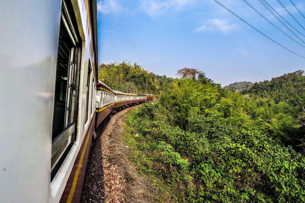 Kolej w Tajlandii – wsiąść do pociągu byle jakiego!